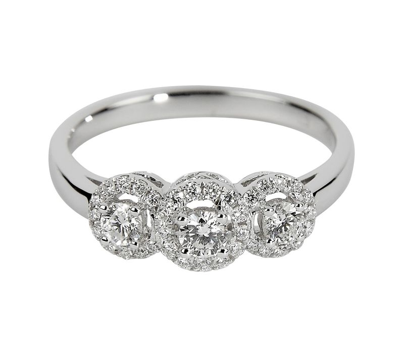 1140x1140_fitbox-vintage_18ct_white_gold_three_stone_diamond_ring_mr00612